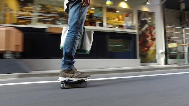 セグウェイを超える日本発!持ち運べる電動四輪車「WALKCAR(ウォーカー)」が理想を実現!!