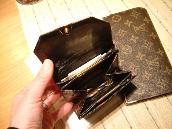 財布の中身で節約
