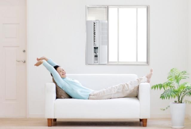 窓付けエアコン