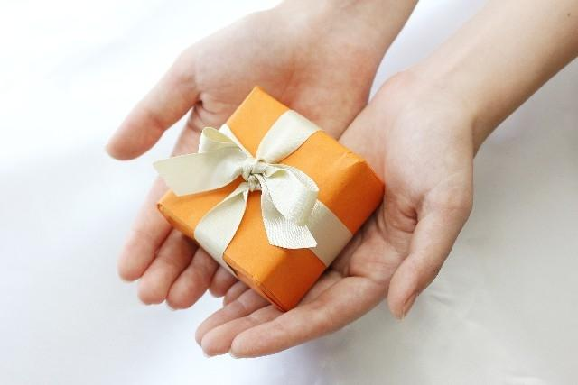 プレゼント・ギフトをもらう手