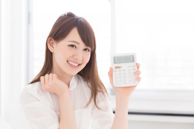 """""""電卓持つ女性"""""""