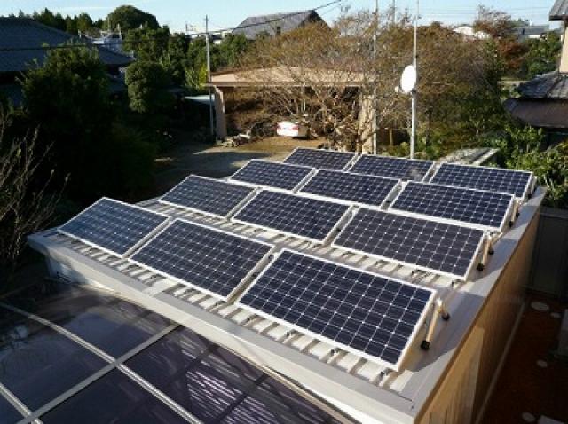 """""""太陽光発電をDIYで作るにはいくら必要?"""""""