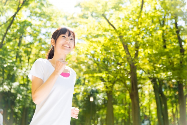 ジョギング中の女性