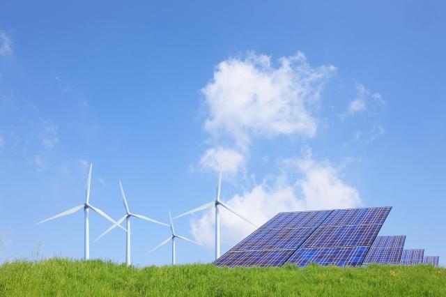 風力発電と太陽光パネル